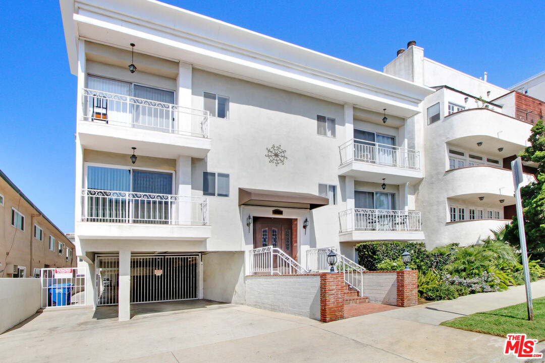 Photo of 11849 Mayfield Ave #103, Los Angeles, CA 90049