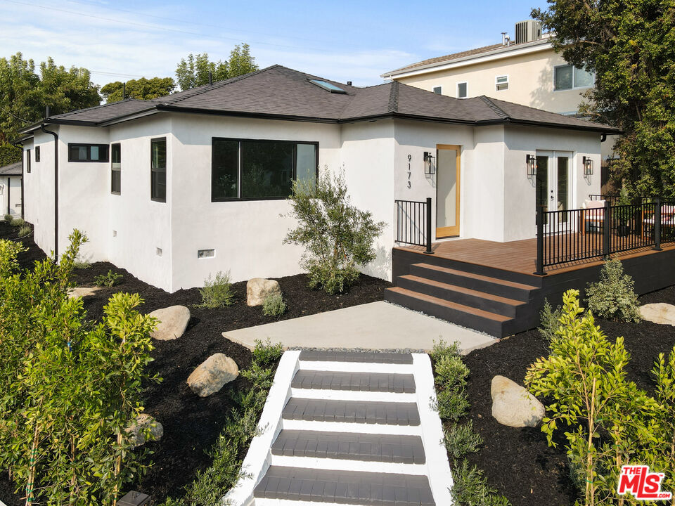 Photo of 9173 Airdrome St, Los Angeles, CA 90035