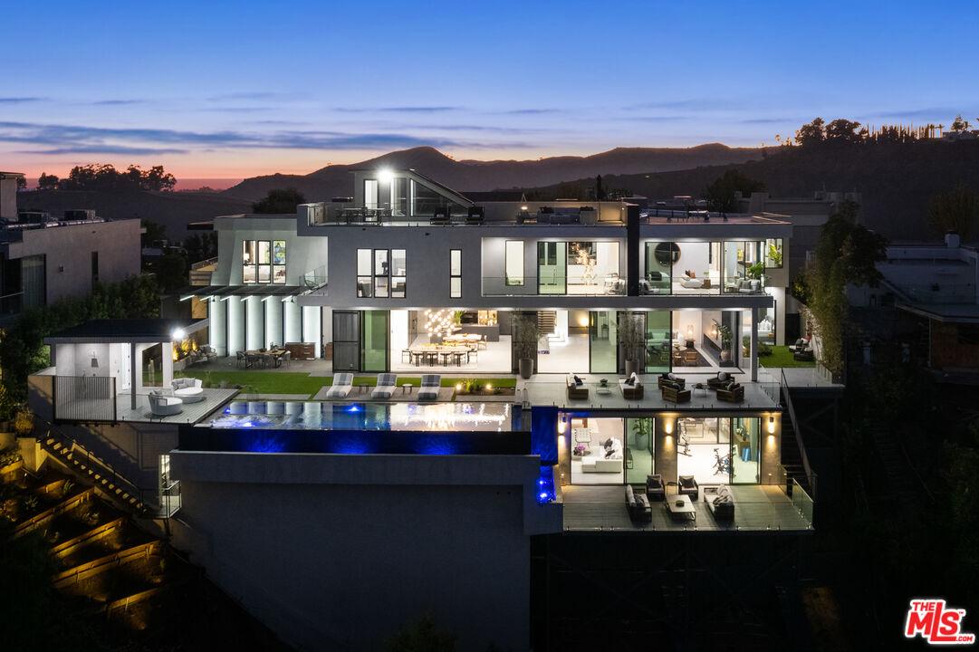 Photo of 1640 Stradella Rd, Los Angeles, CA 90077