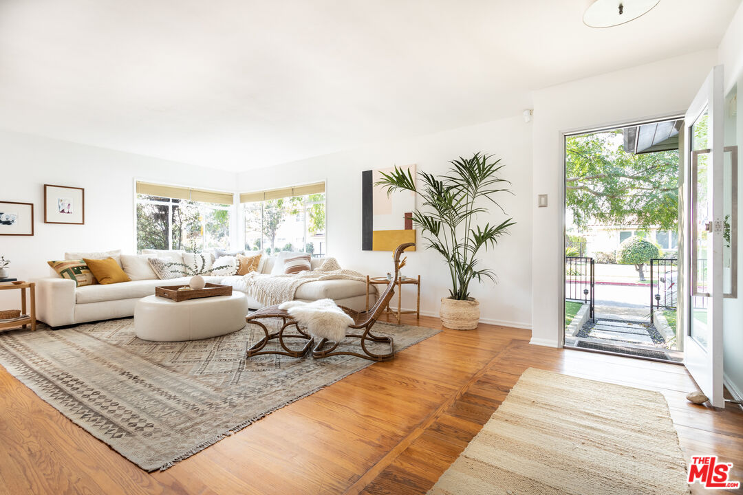 Photo of 8903 Beverlywood St, Los Angeles, CA 90034
