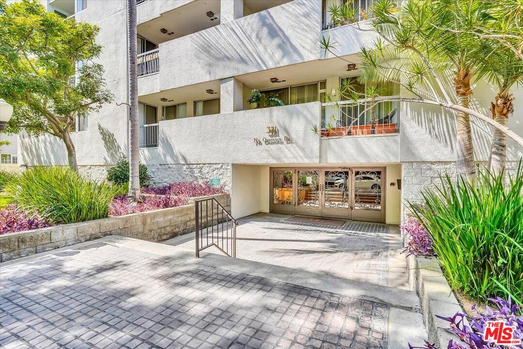 Photo of 321 N Oakhurst Dr #701, Beverly Hills, CA 90210