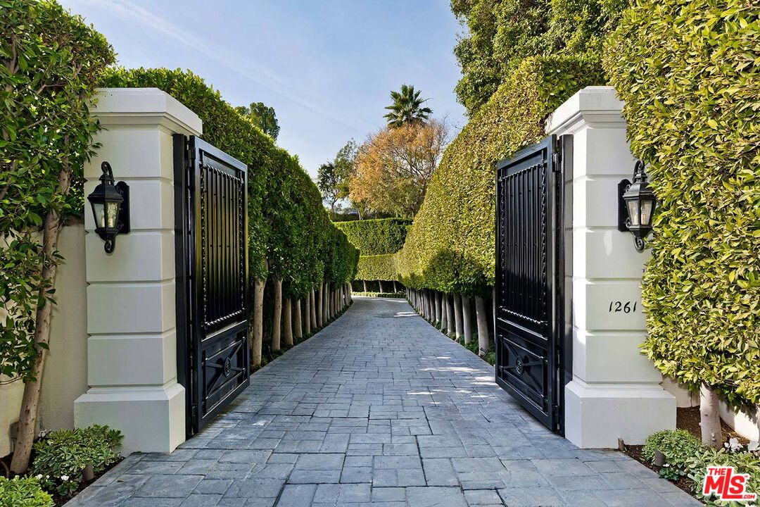 Photo of 1261 Tower Grove Dr, Beverly Hills, CA 90210