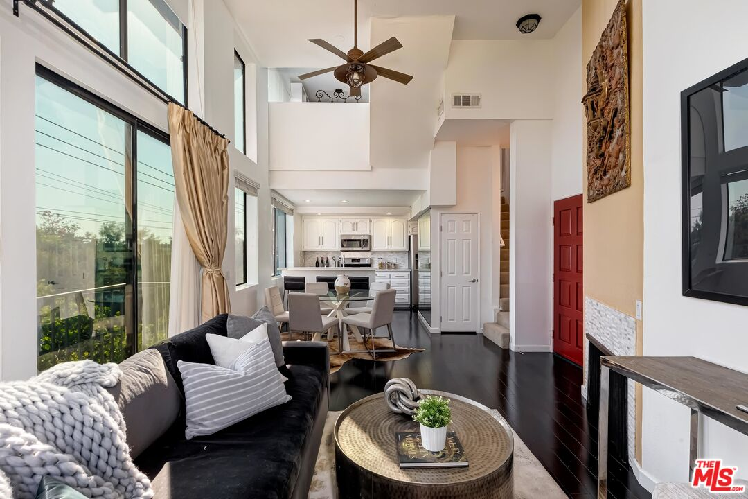 Photo of 869 S Wooster St #309, Los Angeles, CA 90035
