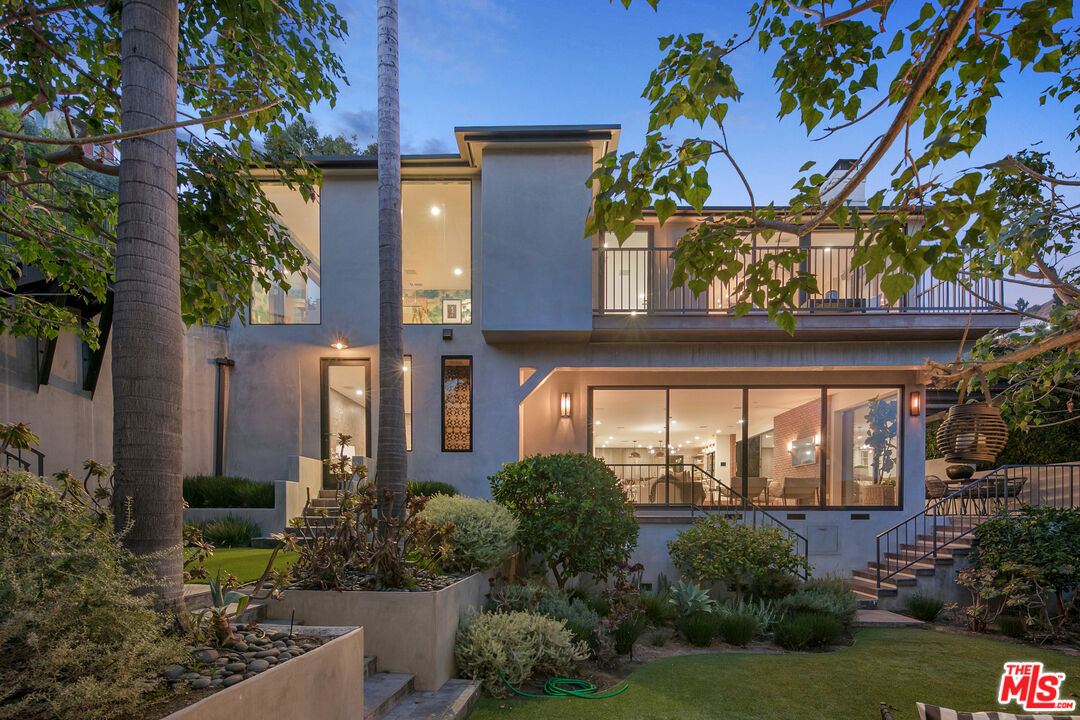 Photo of 1490 Sunset Plaza Dr, Los Angeles, CA 90069