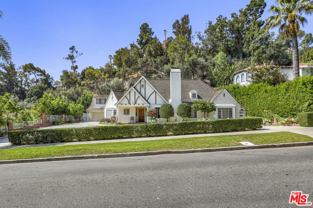 Photo of 2535 N Vermont Ave, Los Angeles, CA 90027
