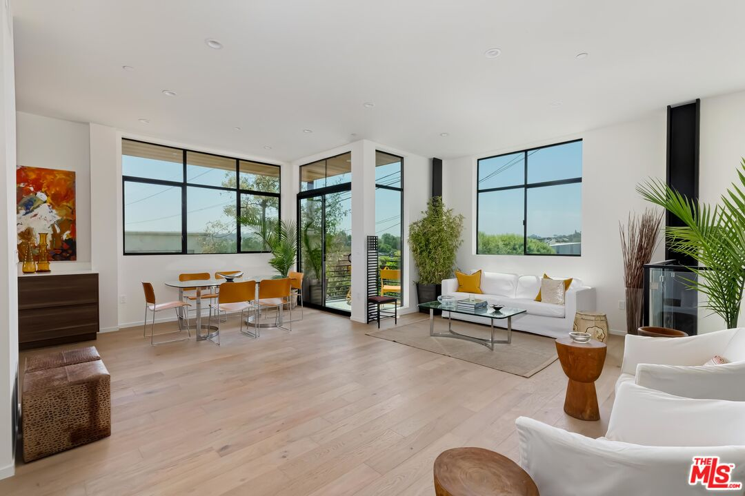 Photo of 2901 Waverly Dr #5, Los Angeles, CA 90039