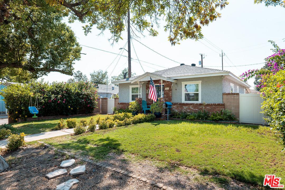 Photo of 813 N Parish Pl, Burbank, CA 91506