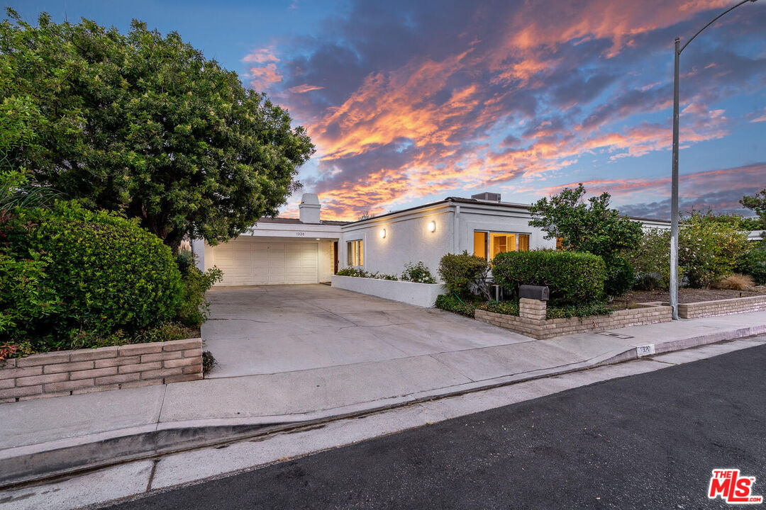 Photo of 1320 DUENDE LN, PACIFIC PALISADES, CA 90272