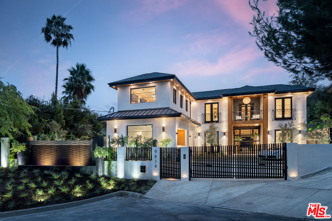Photo of 9814 Curwood Pl, Beverly Hills, CA 90210