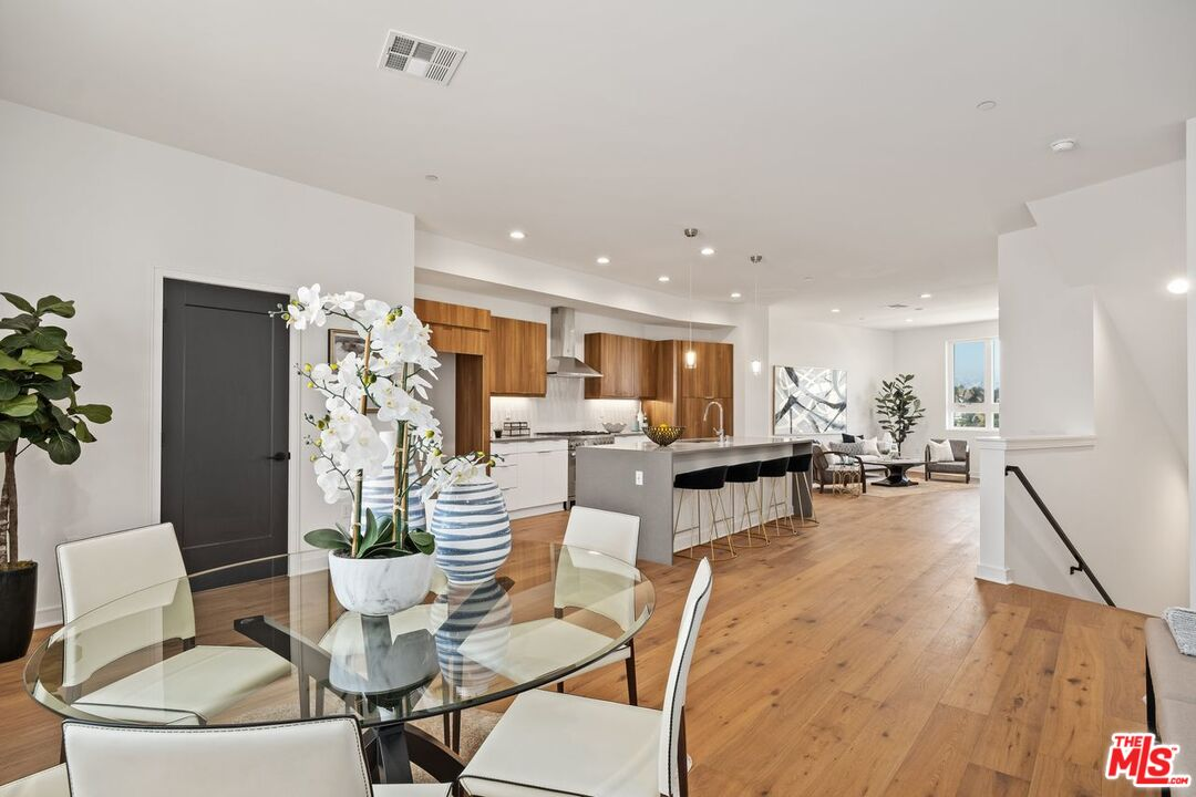 Photo of 1031 N White Knoll Dr, Los Angeles, CA 90012