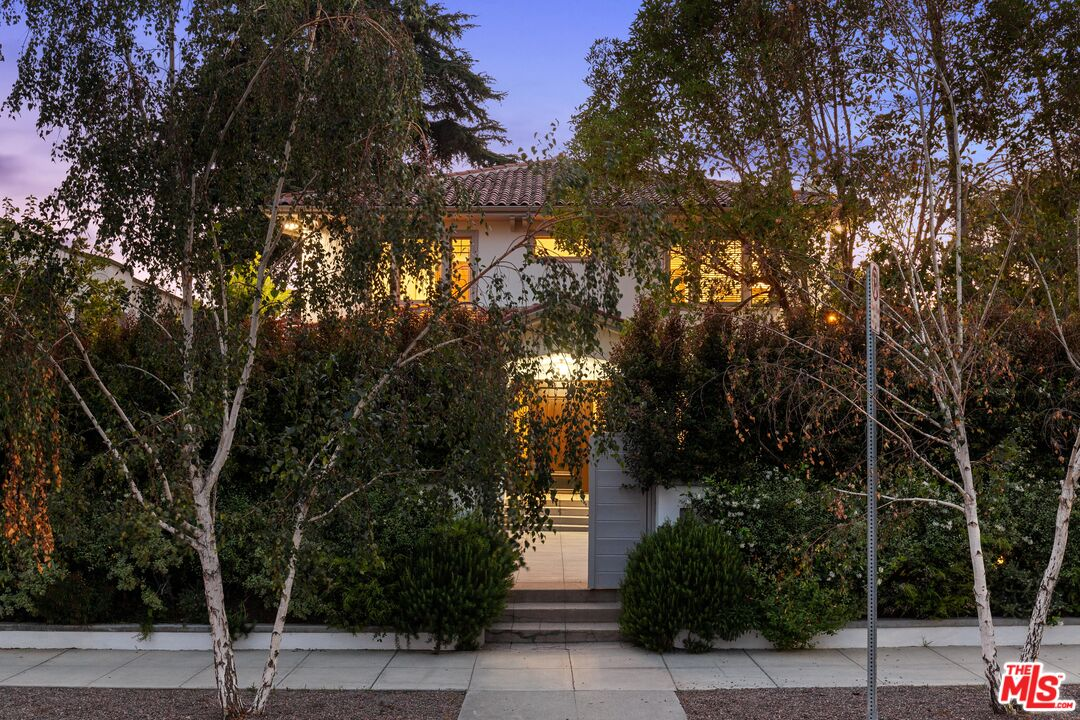 Photo of 2027 N Canyon Dr, Los Angeles, CA 90068