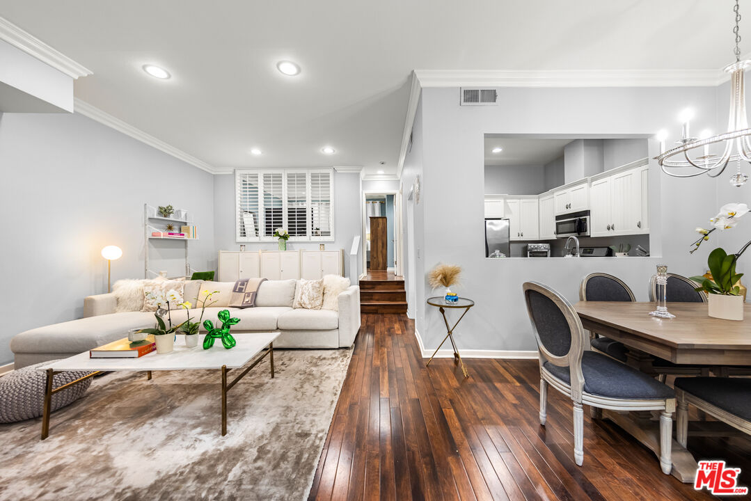 Photo of 136 S Clark Dr #2, West Hollywood, CA 90048