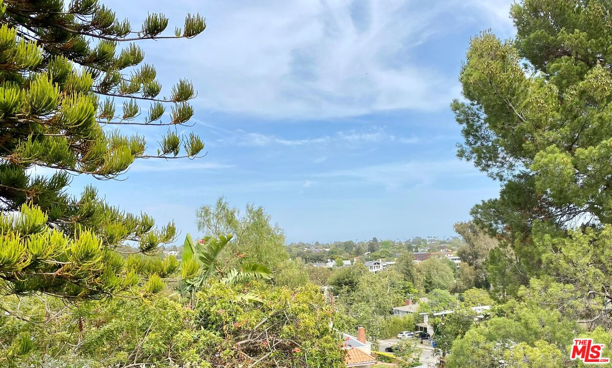 Photo of 16550 Chattanooga Pl, Pacific Palisades, CA 90272