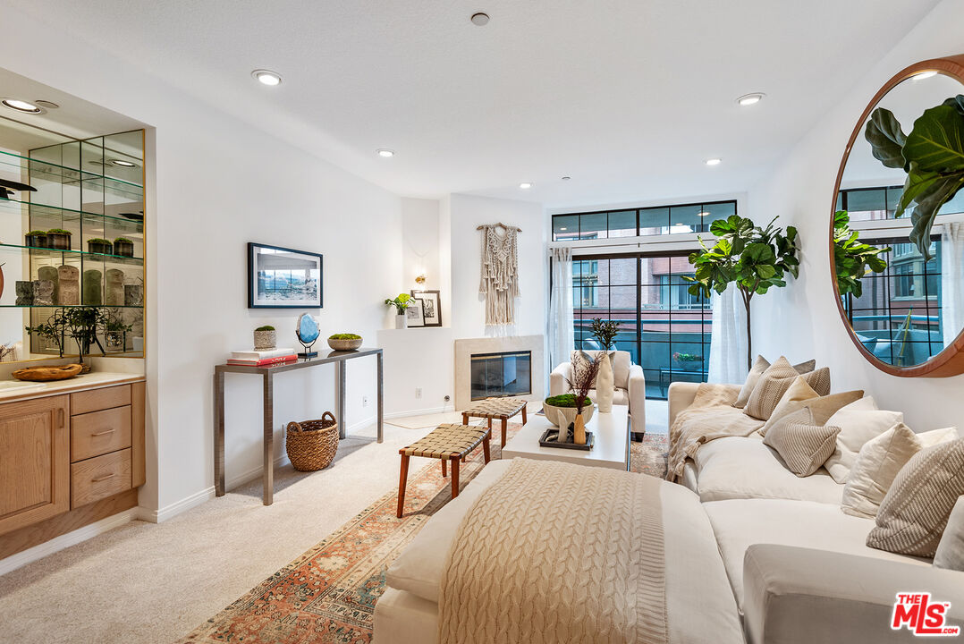 Photo of 200 N Swall Dr #512, Beverly Hills, CA 90211