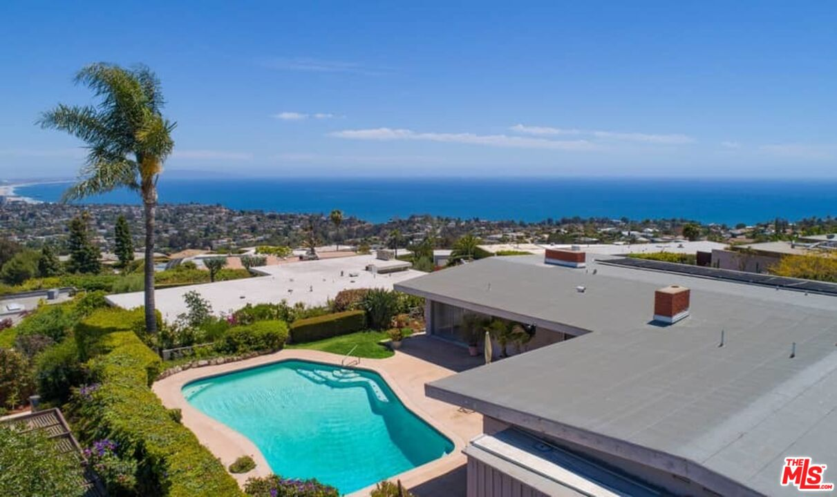 Photo of 1204 Tellem Dr, Pacific Palisades, CA 90272