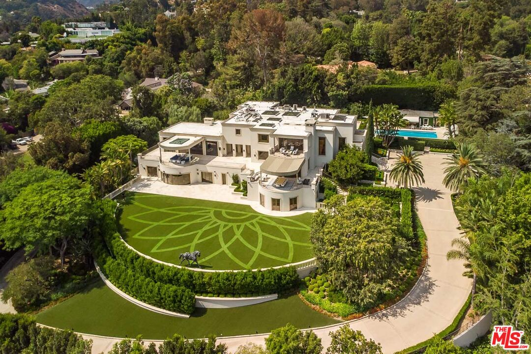 Photo of 1210 Benedict Canyon Dr, Beverly Hills, CA 90210