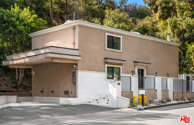 Photo of 2075 Benedict Canyon Dr, Beverly Hills, CA 90210