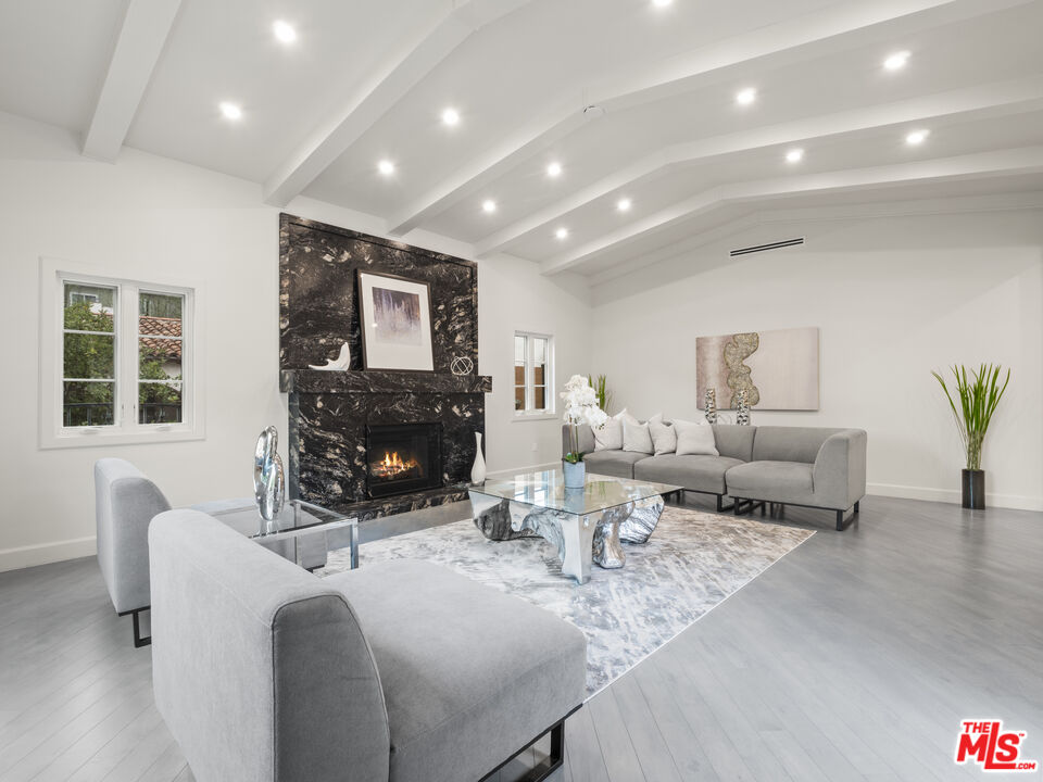 Photo of 301 S Almont Dr, Beverly Hills, CA 90211