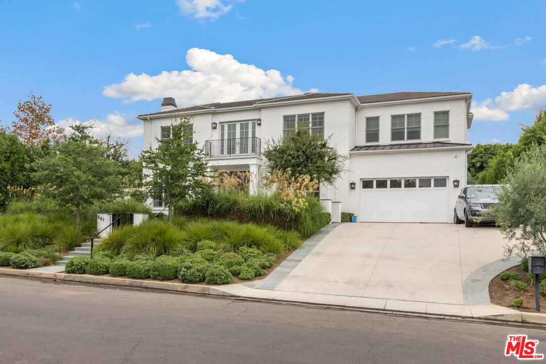 Photo of 841 Toulon Dr, Pacific Palisades, CA 90272