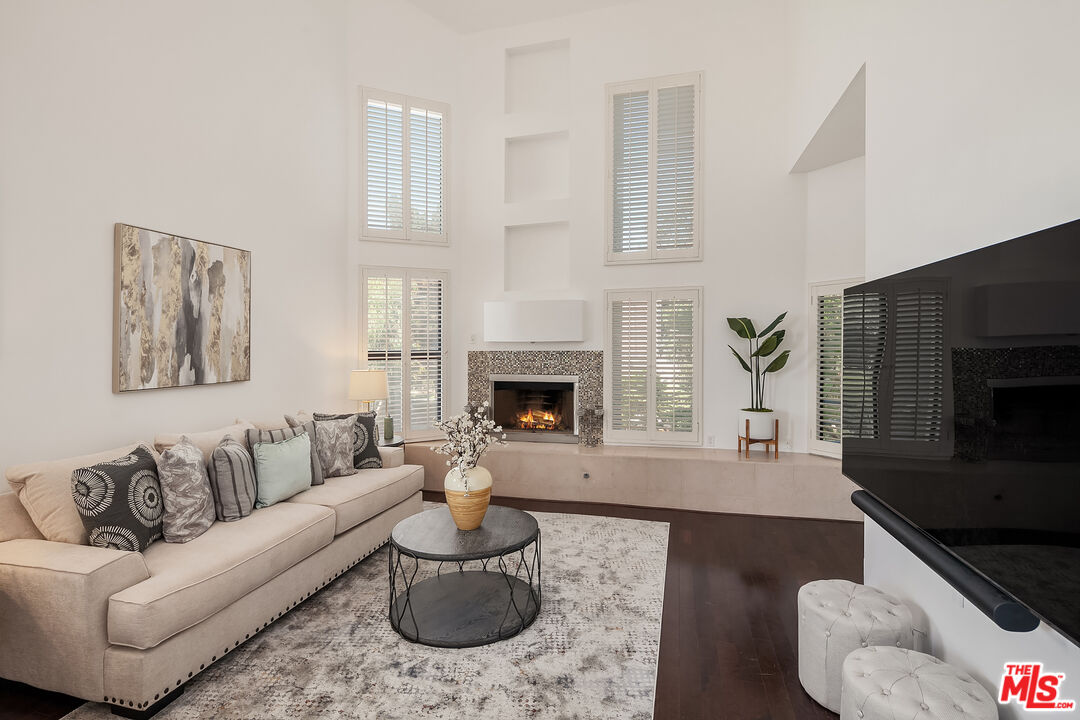 Photo of 16137 W Sunset Blvd #304, Pacific Palisades, CA 90272
