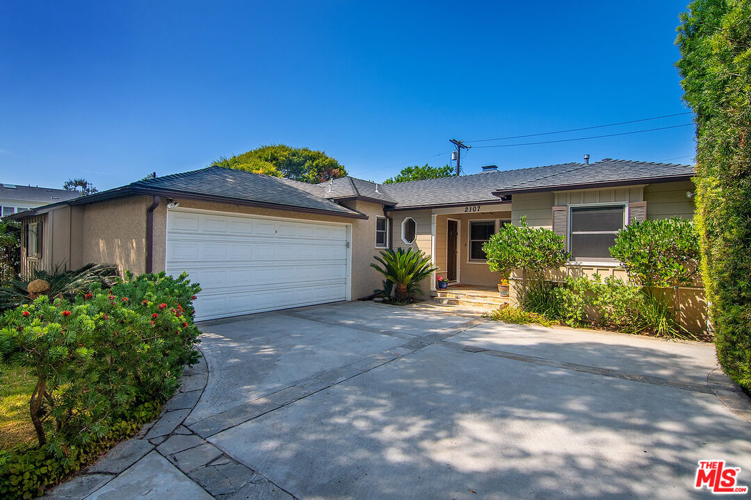 Photo of 2107 Castle Heights Ave, Los Angeles, CA 90034