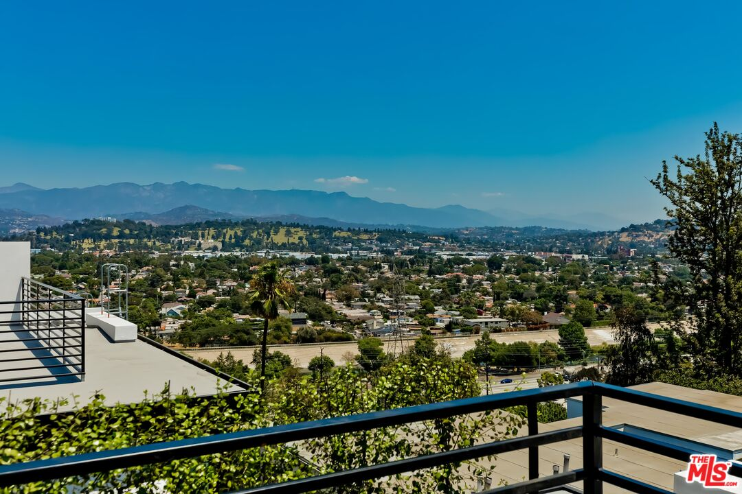 Photo of 2901 Waverly Dr #2, Los Angeles, CA 90039