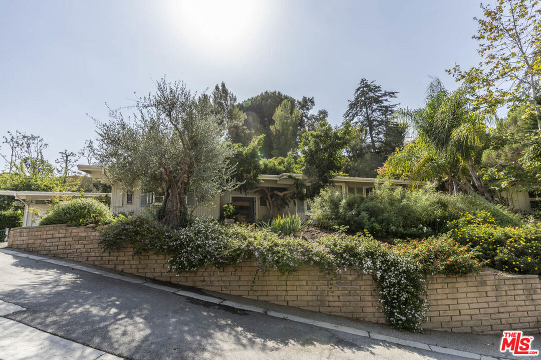 Photo of 16606 Pequeno Pl, Pacific Palisades, CA 90272